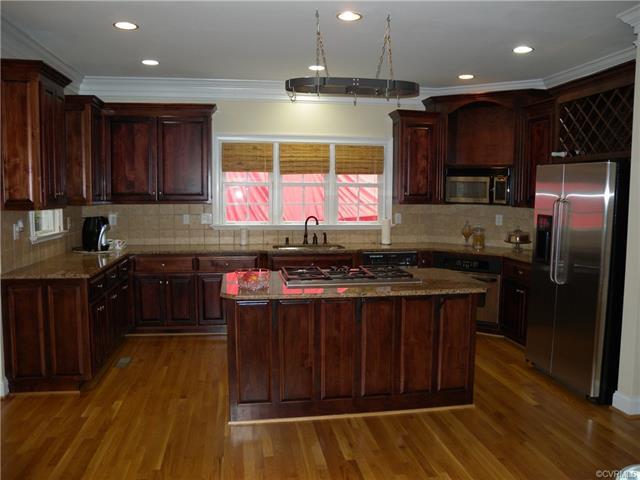 13512 Corapeake Pl kitchen