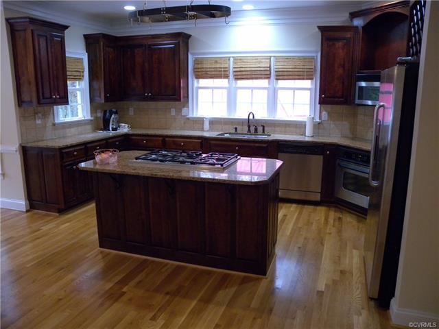 13512 Corapeake Pl kitchen2