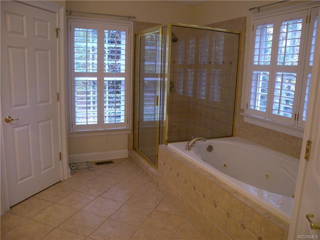 13512 Corapeake Pl master bathroom